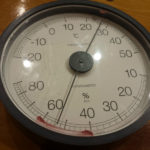 体育館の気温は27度です